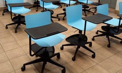 Nelle scuole arrivano i banchi con le rotelle, ma ora non servono più