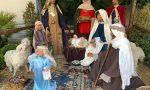 Ritrovato in frantumi il Gesù rubato dal Presepe a Carugate