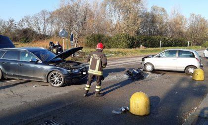 Violento scontro tra due auto a Capriate: sul posto tre ambulanze e i pompieri FOTO