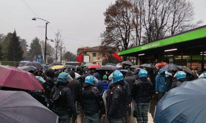 A Cernusco manifestazioni pro e contro la libreria sovranista Altaforte FOTO E VIDEO