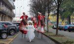 Babbo Natale trampoliere sfila per Cassina