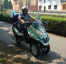Gli scooter elettrici non sono riparabili, la Polizia Locale ne compra altri a benzina