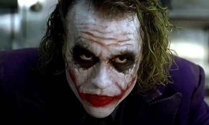 """Folle gioco tra adolescenti: si fa sfregiare il viso dal fidanzato per avere """"il sorriso di Joker"""""""