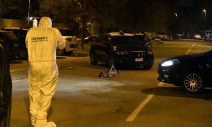 Donna accoltellata in strada: il marito finge che sia stata una rapina, poi confessa di averla colpita