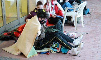 Didattica a distanza gli studenti del Liceo di Melzo  fanno lezione all'aperto