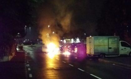 Auto in fiamme a Seggiano: per i Vigili del fuoco è un incendio accidentale FOTO