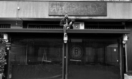 """Il BundaLinda di Brugherio oscura l'insegna per protesta: """"Tempo scaduto"""""""