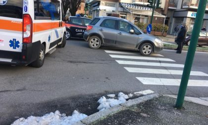 Investito da un'auto mentre attraversa sulle strisce: ferito un 48enne