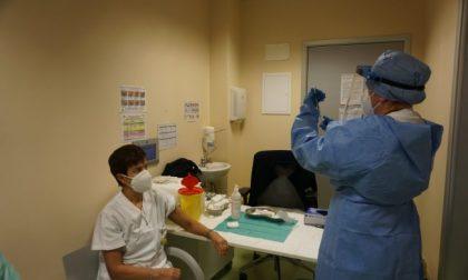 Immunità di massa entro agosto: per raggiungerla a Milano servono 22.700 vaccini anti Covid al giorno