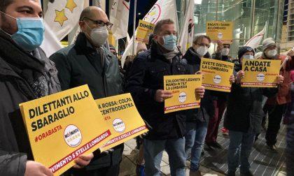 Sotto il Palazzo della Regione va in scena la protesta contro la Giunta Fontana