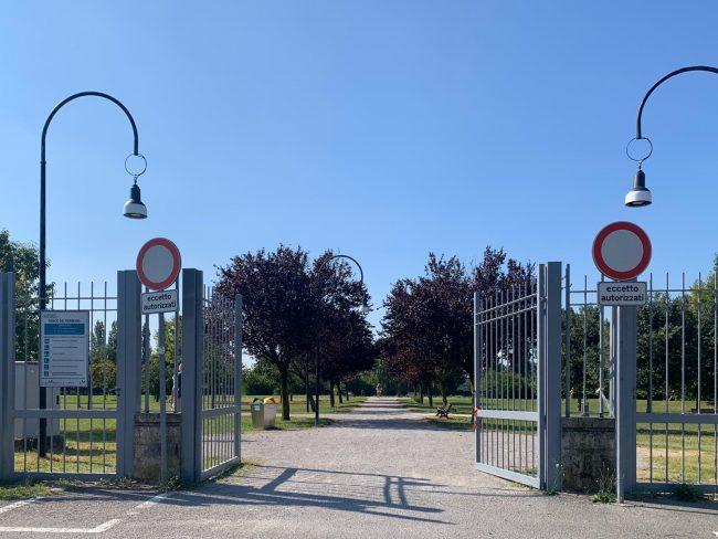 il cancello sistemato di parco dei germani a Cernusco sul Naviglio