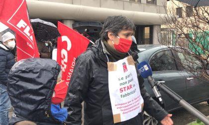 Sindacalista licenziato perché abbassa la mascherina, la protesta davanti alla Star