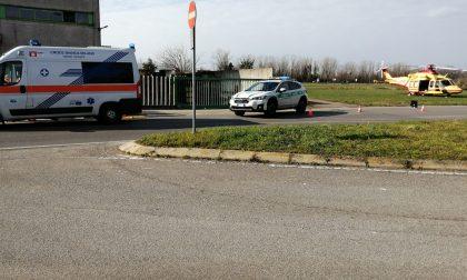 Venticinquenne cade in moto: arriva l'elisoccorso a Cernusco