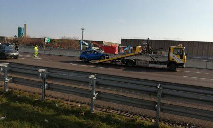 Incidente tra due auto in A4, due persone in ospedale