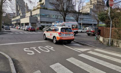 Incidente in bici a Cernusco paura per due donne e un bimbo di 4 anni