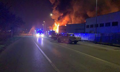 Incendio in ditta a Pozzo d'Adda: strada chiusa per rischio esplosione