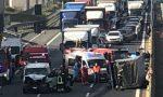 Suora alla guida di un furgone tampona camion sulla A4: morto autista 51enne