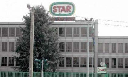 """Operaio (e sindacalista) licenziato dopo 25 anni """"perché ha la mascherina abbassata"""". Bufera alla Star"""