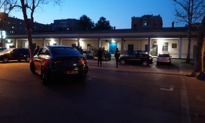 Ragazzi ammassati su due Suv a Pioltello, intervengono i Carabinieri