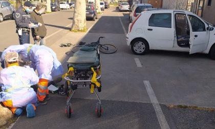 Ciclista investito a Brugherio portato in ospedale