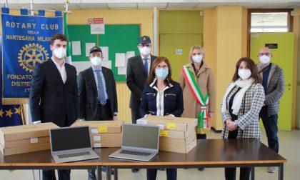 Il Rotary Martesana regala 100 computer per la scuola serale del Machiavelli di Pioltello