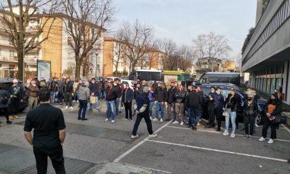 Sit-in per la cultura alla libreria sovranista, proteste degli antifascisti