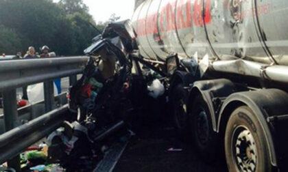 Gemellini morti in un incidente sulla A12: la ruota del Tir era usurata