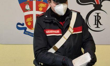 Si tuffa nel Lambro per sfuggire ai Carabinieri: arrestato con mezzo chilo di eroina