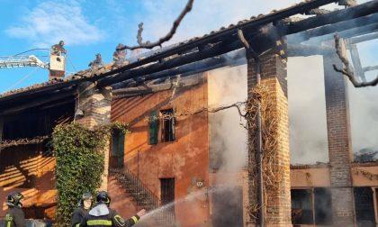 Fienile in fiamme a Rivolta: danni anche alla cascina