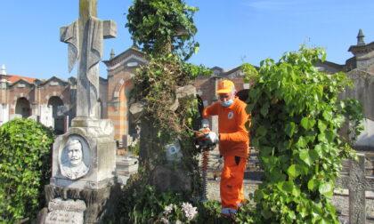 Tombe dimenticate, la manutenzione la fa l'assessore