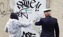 Writer imbratta la stazione di Melzo, ma viene beccato: il conto è 12mila euro