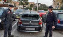 Sorpresi a rubare su un'auto aggrediscono il proprietario: tre arrestati