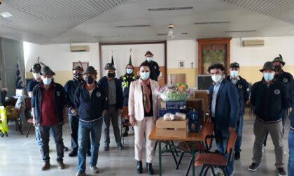 Gli Alpini di Cassina de' Pecchi donano la pasta alle famiglie in difficoltà