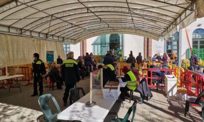"""Anziani senza prenotazione, Centro vaccinale preso d'assalto: """"Lo ha detto la Moratti"""""""