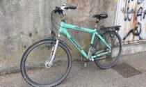 Accusa un  malore e cade, paura per un ciclista a Brugherio
