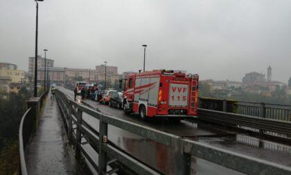 Minaccia di suicidarsi sul ponte di Trezzo, salvato da Forze dell'ordine e soccorritori