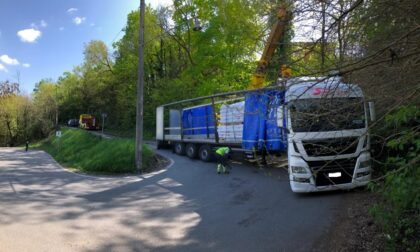 Camion incastrato sui tornanti, circolazione bloccata per sei ore