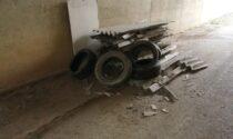 Maxi discarica di eternit abusiva a Cassano, l'assessore fa chiudere la strada