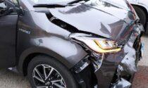 Incidente all'incrocio tra auto: due 21enni finiscono in ospedale