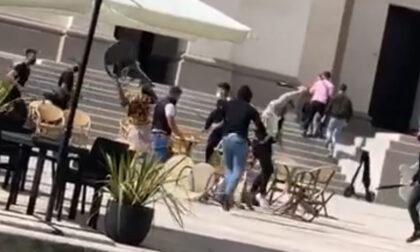 Il video della spedizione punitiva con spranghe al bar