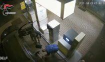 Lancio di molotov al centro vaccinale: in carcere due no vax