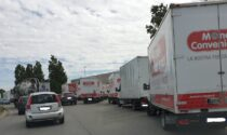 Presidio a Mondo convenienza, camion lungo la Sp 13 a Gorgonzola