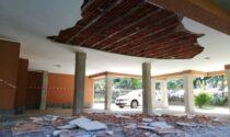 Crolla il soffitto all'ingresso di una palazzina: paura a Bellinzago