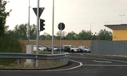 Lo svincolo è a Pozzuolo, il semaforo a Melzo. E dovrà essere spostato... di qualche centimetro