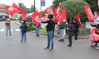 Lavoratori sfilano in corteo a Trezzo sull'Adda
