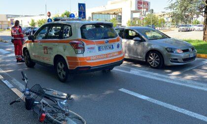 Donna cade dalla bicicletta, trasportata al San Raffaele