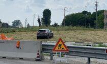 Un'auto tocca il cordolo e finisce dentro la rotonda, feriti tre ragazzi SIRENE DI NOTTE