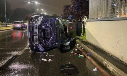 Si ribaltano con il Suv in viale Fulvio Testi, morto un ragazzo di 20 anni e ferito l'amico di 23