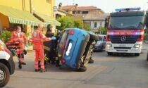 Ottantenne si ribalta con l'auto e resta incastrata, soccorsa da ambulanza e pompieri