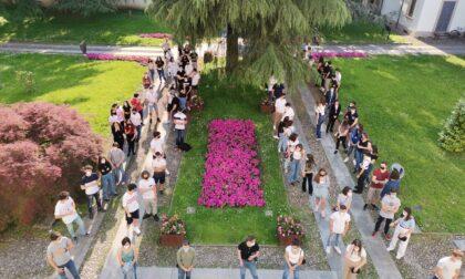 Festa della Repubblica, i diciottenni di Cernusco sul Naviglio ricevono in dono la Costituzione